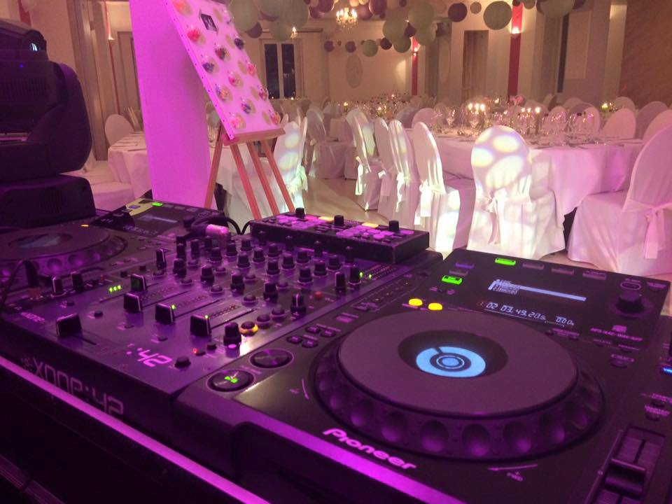 private dj mariage anniversaire ce v nements pro ch teau playlist g n raliste qualitative casino. Black Bedroom Furniture Sets. Home Design Ideas